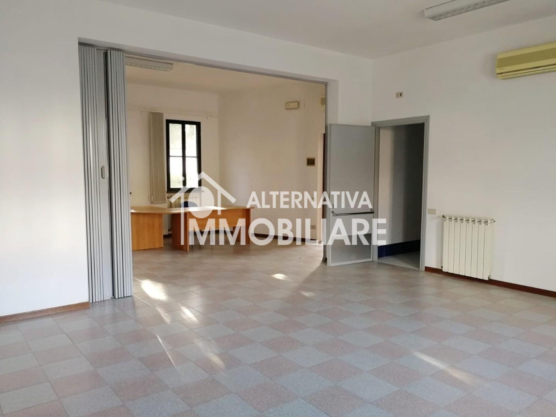 Ufficio in affitto commerciale a Vecchiano (PI)