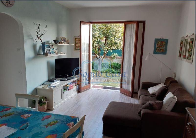 Appartamento in vendita a Ortonovo, 4 locali, prezzo € 230.000 | CambioCasa.it