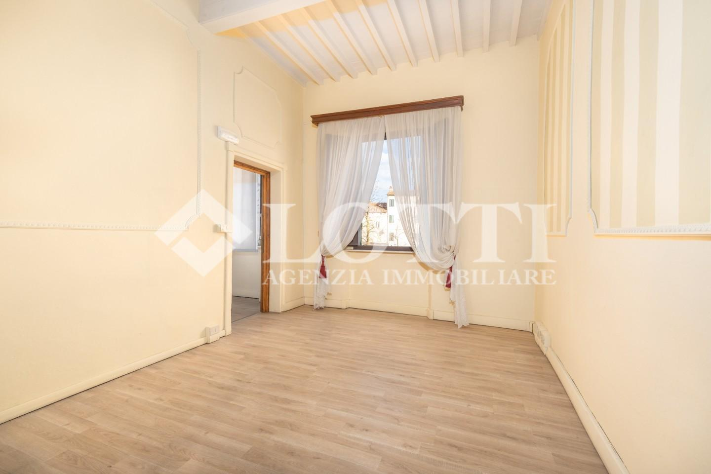 Office for commercial rentals in Bientina (PI)