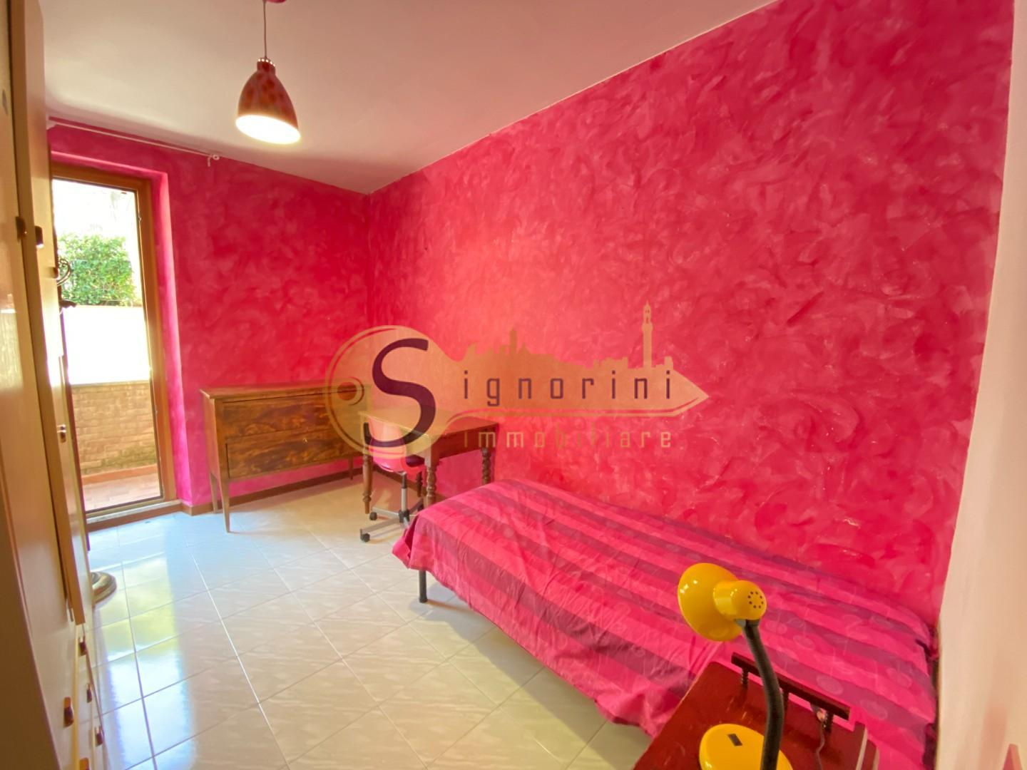Room/Day bed for rent in Siena