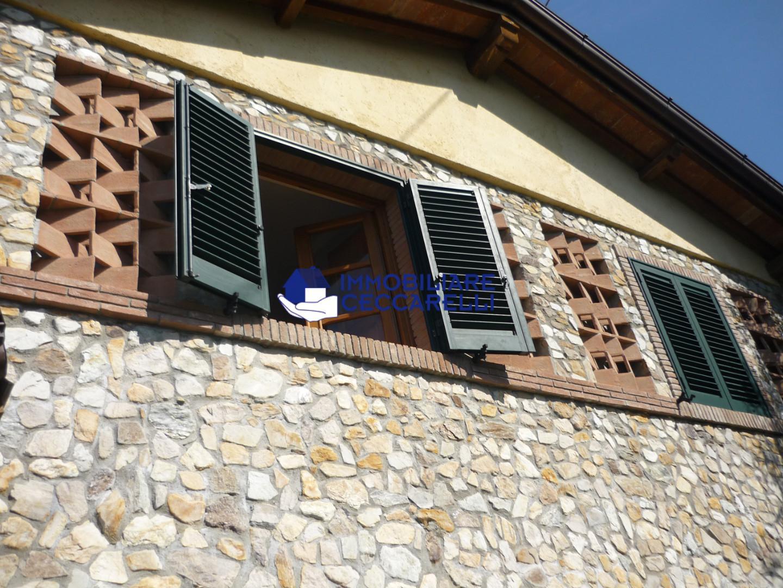 Foto 4/7 per rif. V 8309  rustico collina