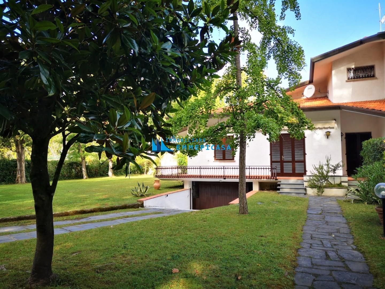 Villa singola in affitto vacanze a Massa
