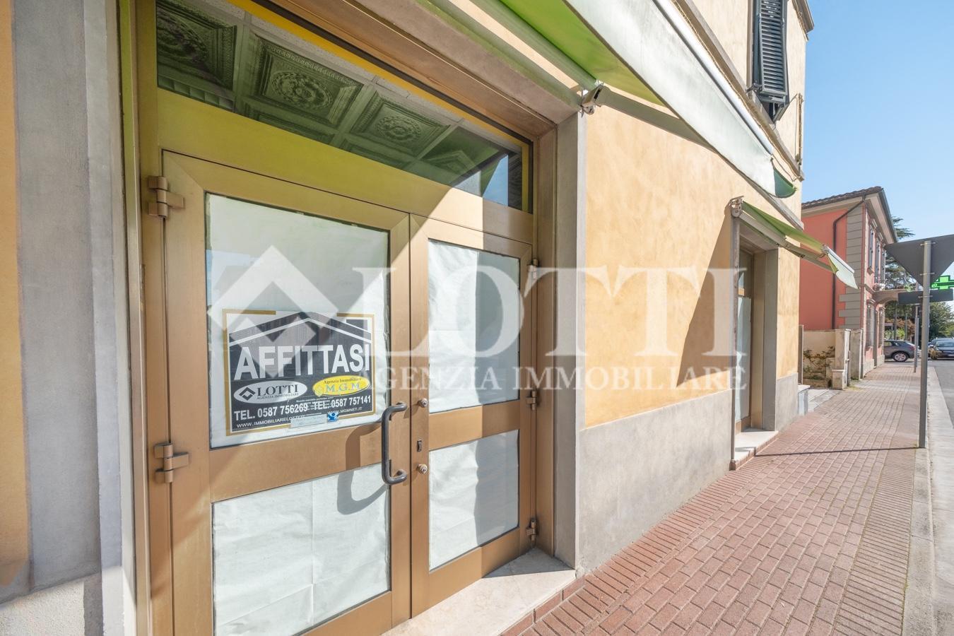 Locale comm.le/Fondo in affitto commerciale, rif. 755