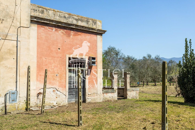 Historical building on sale to San Giuliano Terme (17/81)