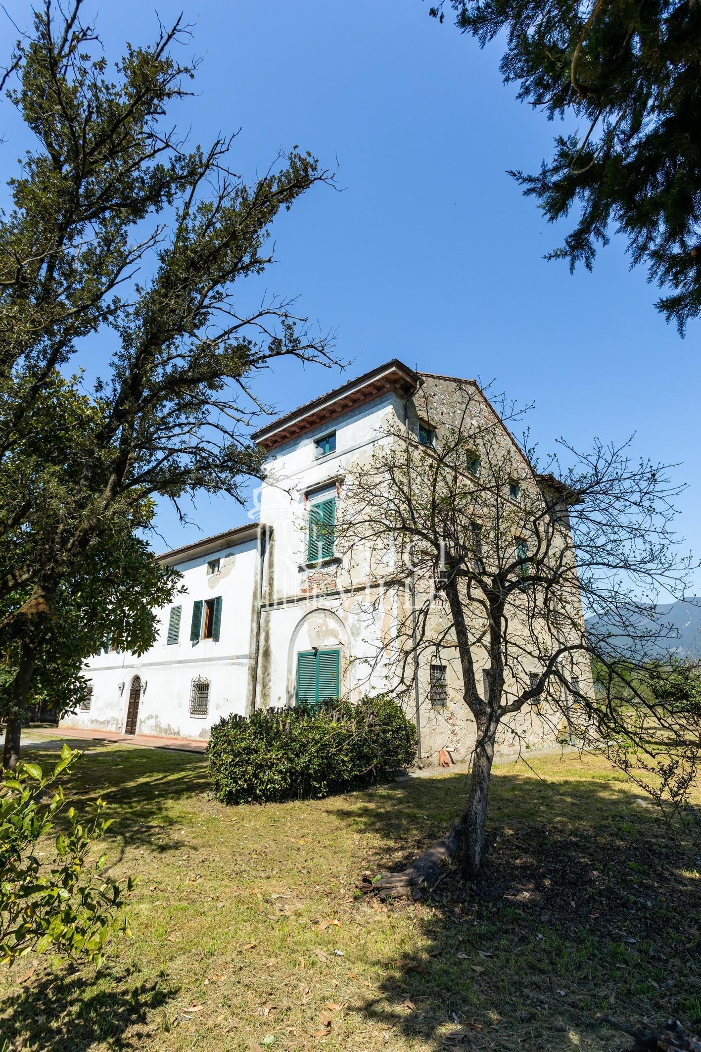 Historical building on sale to San Giuliano Terme (6/81)