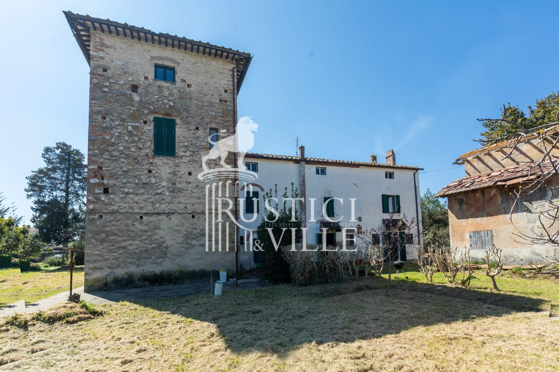 Historical building on sale to San Giuliano Terme (10/81)