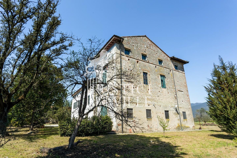 Historical building on sale to San Giuliano Terme (7/81)