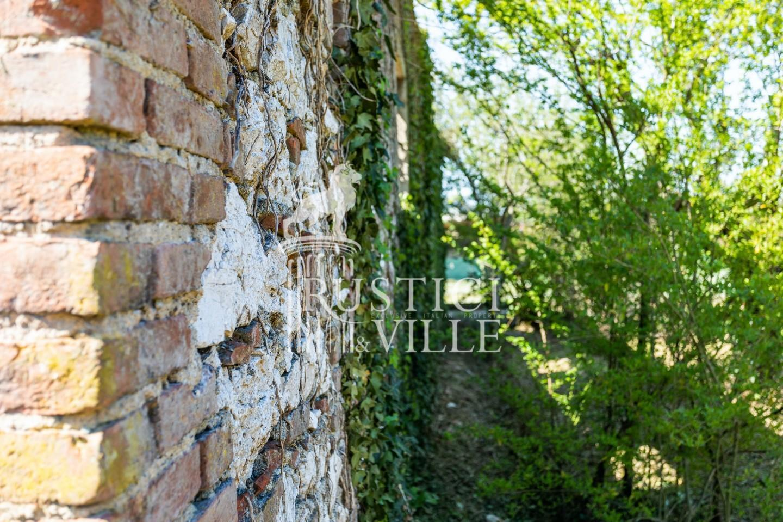Historical building on sale to San Giuliano Terme (14/81)