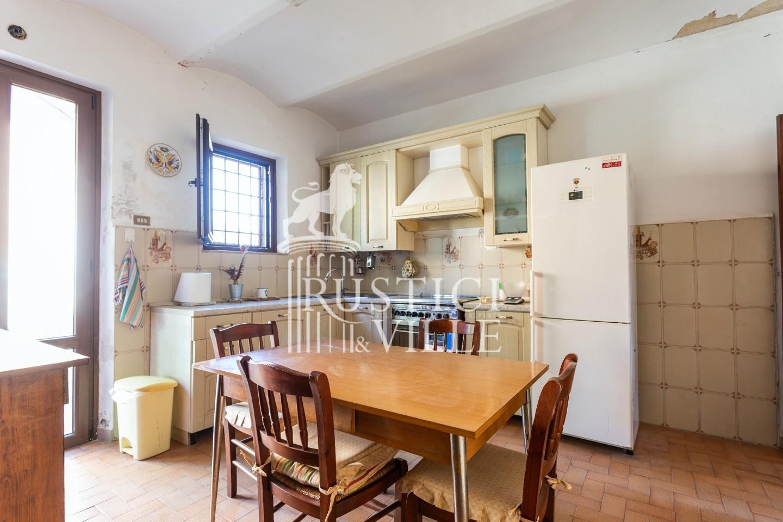 Historical building on sale to San Giuliano Terme (43/81)