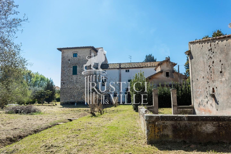 Historical building on sale to San Giuliano Terme (12/81)