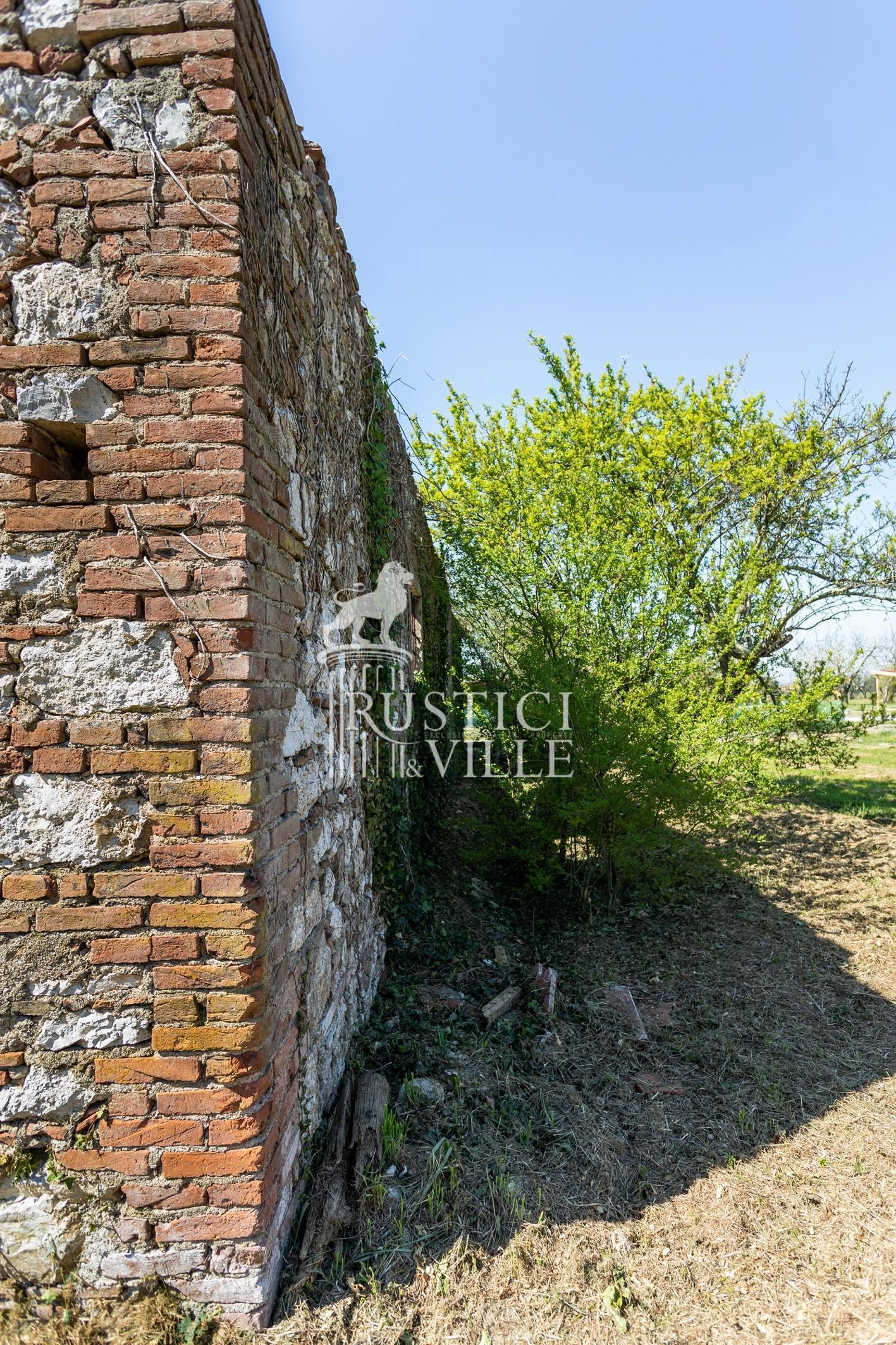 Historical building on sale to San Giuliano Terme (13/81)