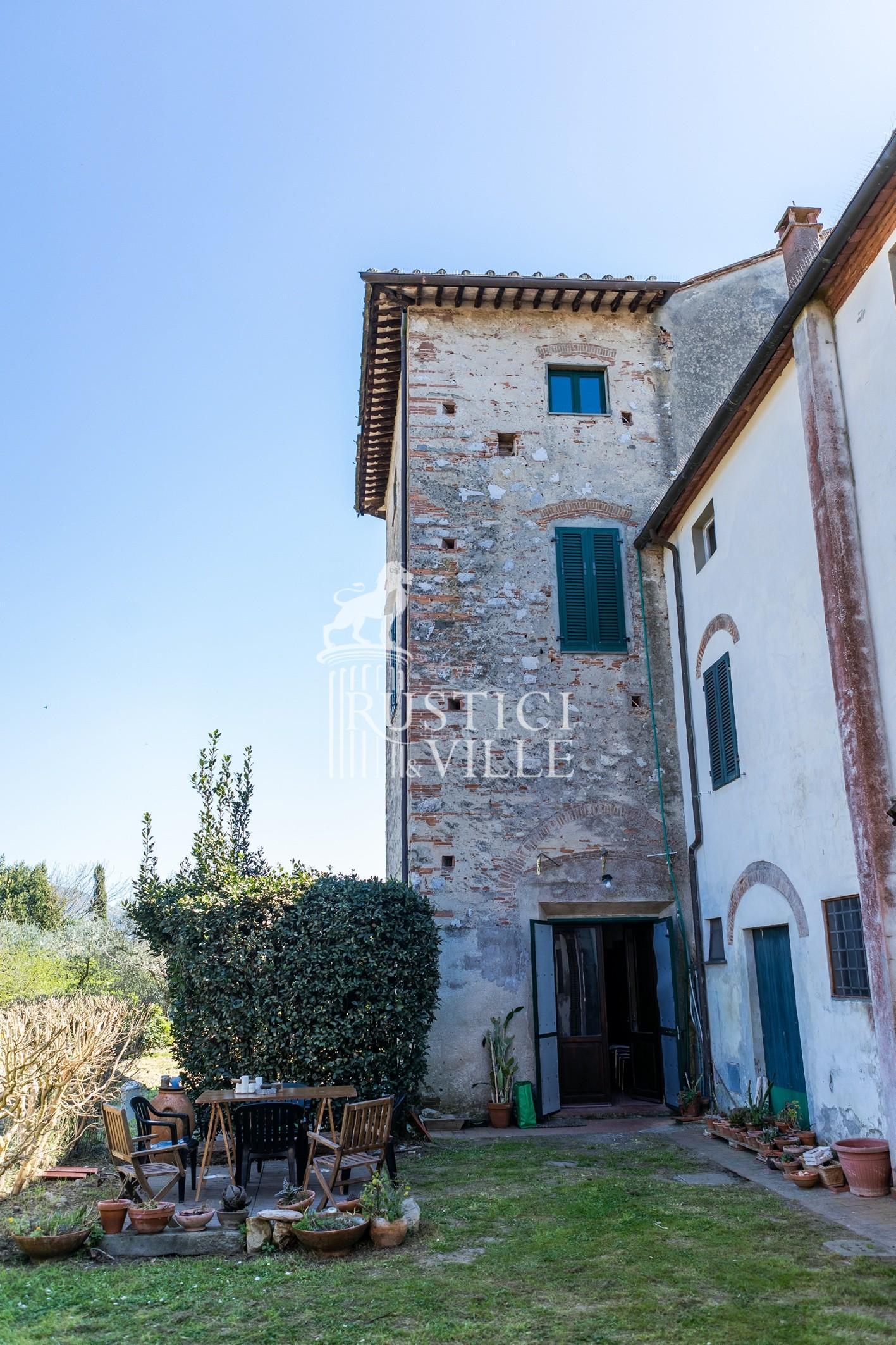 Historical building on sale to San Giuliano Terme (3/81)