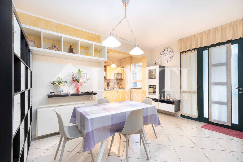 Angular terraced house for sale, ref. 761