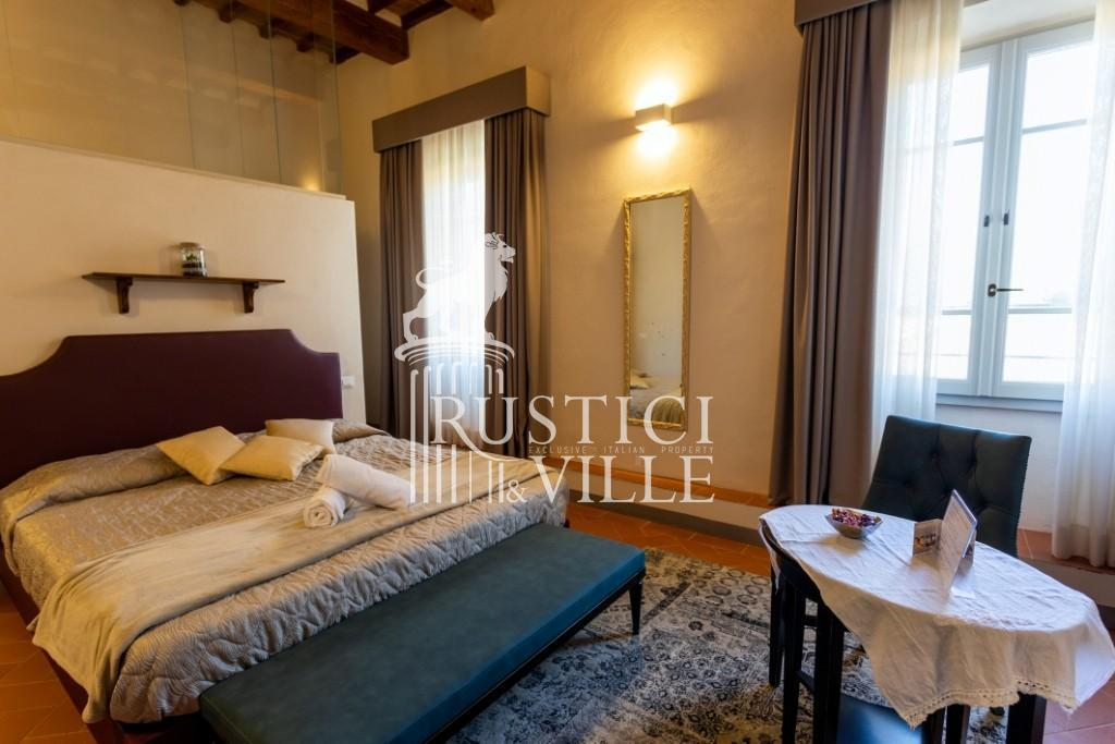 Historical building on sale to Pisa (42/58)
