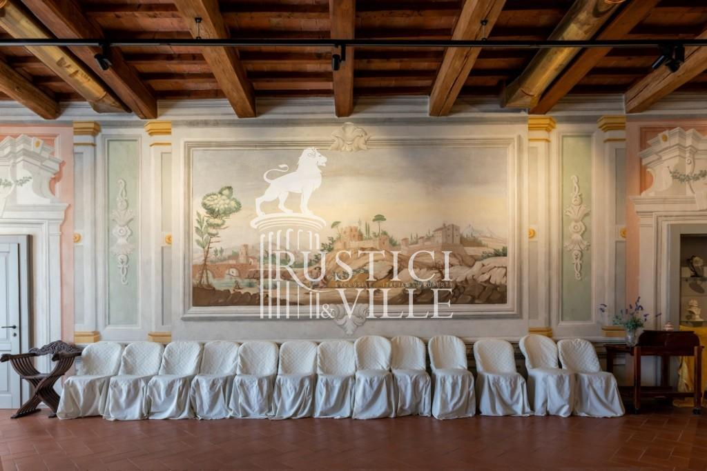 Historical building on sale to Pisa (10/58)