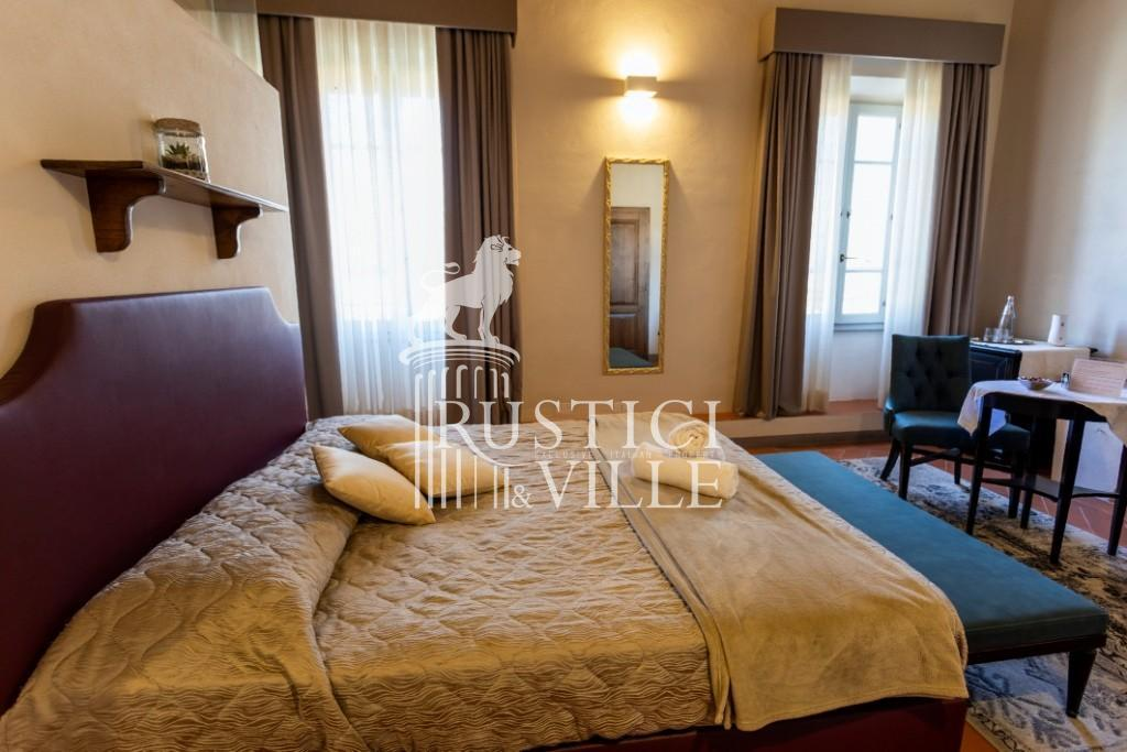 Historical building on sale to Pisa (41/58)
