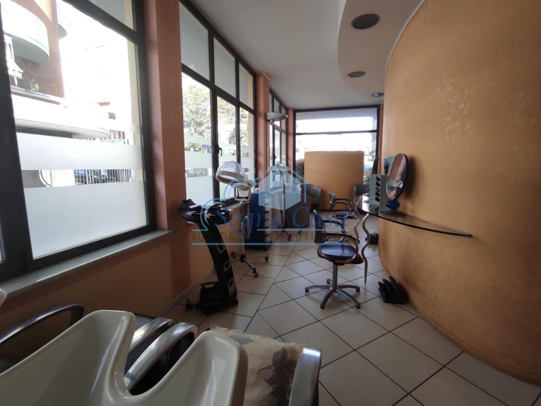 Locale comm.le/Fondo in affitto commerciale, rif. 107080
