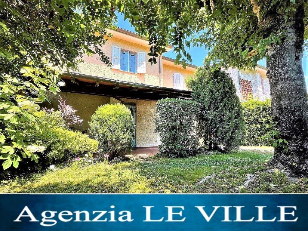 Three-family cottage in Pietrasanta