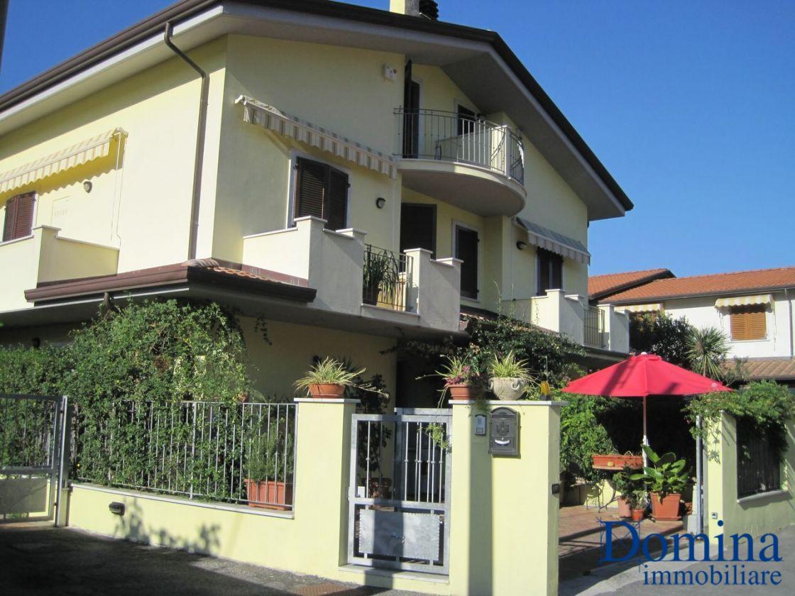 Villetta a schiera angolare in vendita a Massa