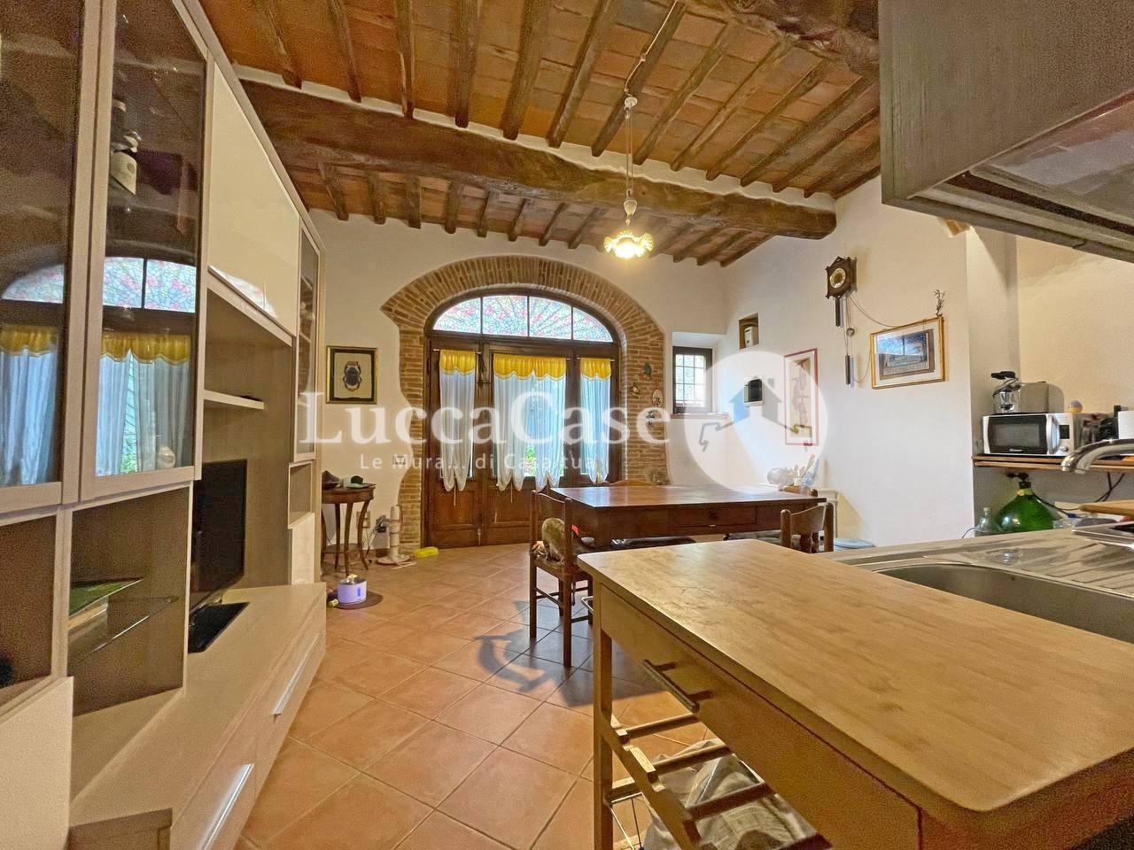 Appartamento in affitto, rif. EF024P
