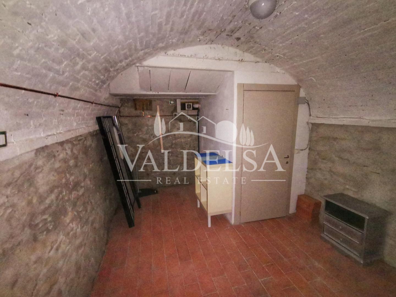 Locale comm.le/Fondo in affitto commerciale, rif. 167