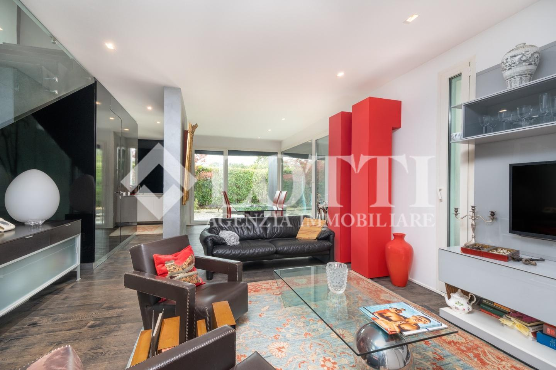 Angular terraced house for sale, ref. 774