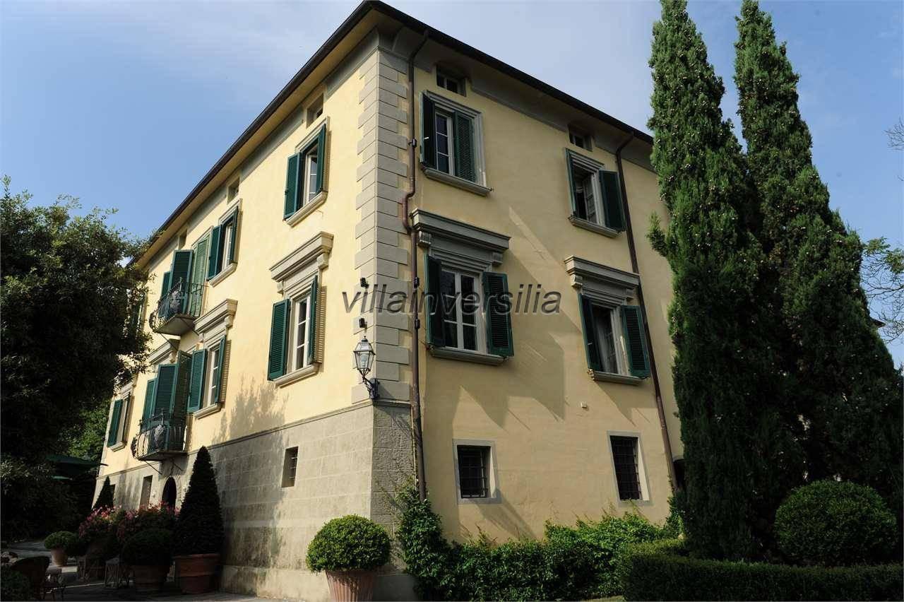 Foto 2/6 per rif. V 302021 villa storica Versilia