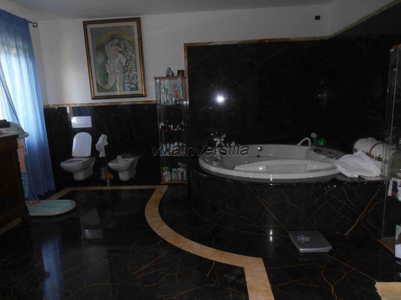 Foto 20/21 per rif. V 322021 villa piscina Versilia