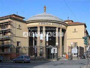 Locale comm.le/Fondo a Livorno
