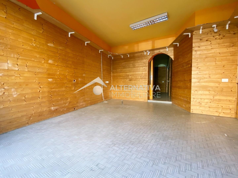 Locale comm.le/Fondo in affitto commerciale a Riglione Oratoio, Pisa