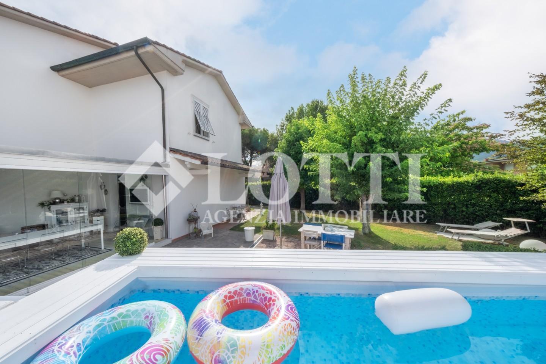 Angular terraced house for sale, ref. B3158