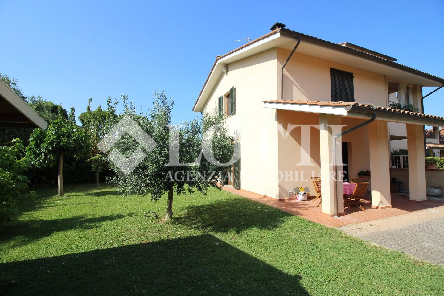 Angular terraced house for sale in Bientina (PI)
