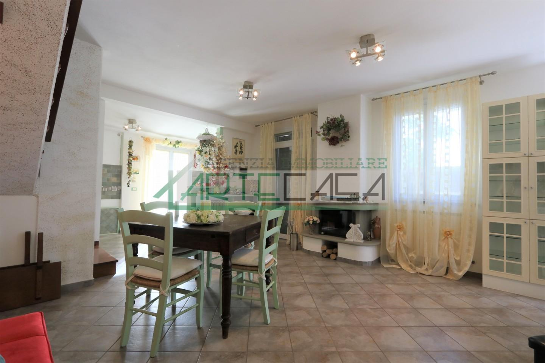 Villetta a schiera angolare in vendita, rif. AC7019